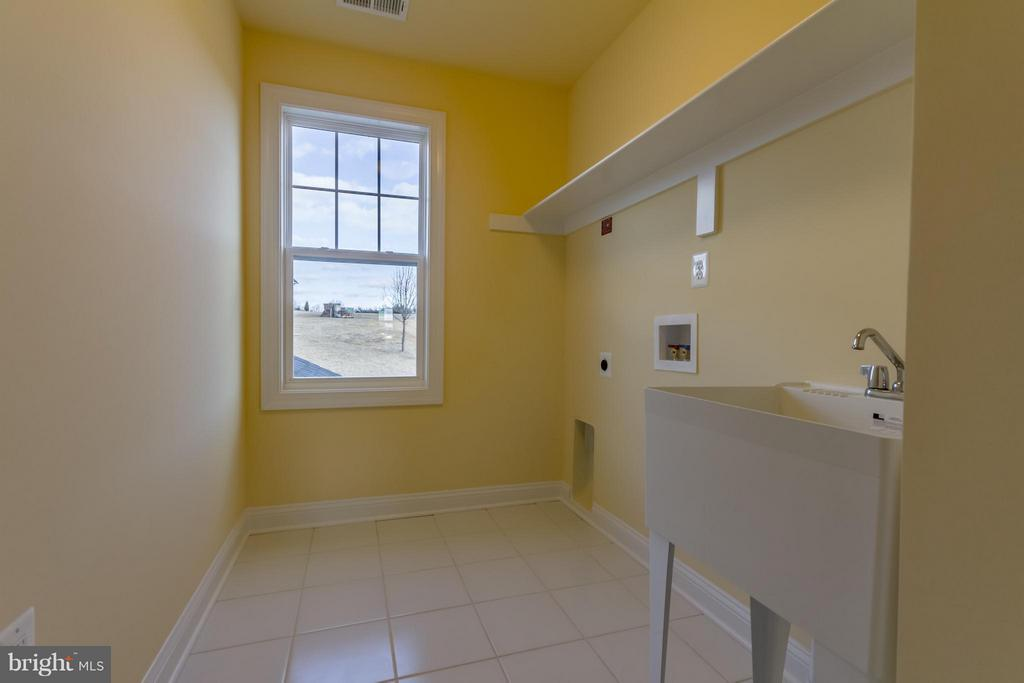 Upstairs Laundry Room - 208 SAINT ANDREWS CT, WINCHESTER