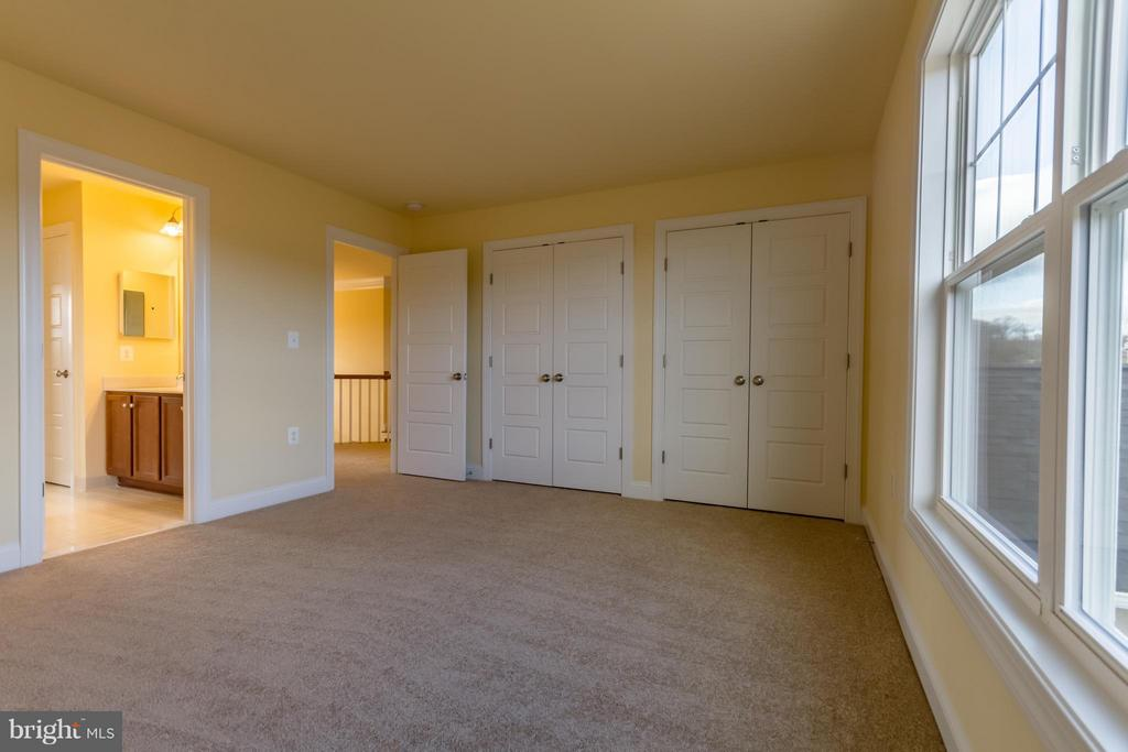 Large Bedrooms - 208 SAINT ANDREWS CT, WINCHESTER