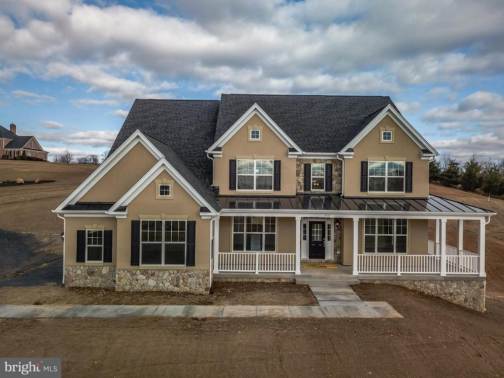Popular Galloway Model - 208 SAINT ANDREWS CT, WINCHESTER