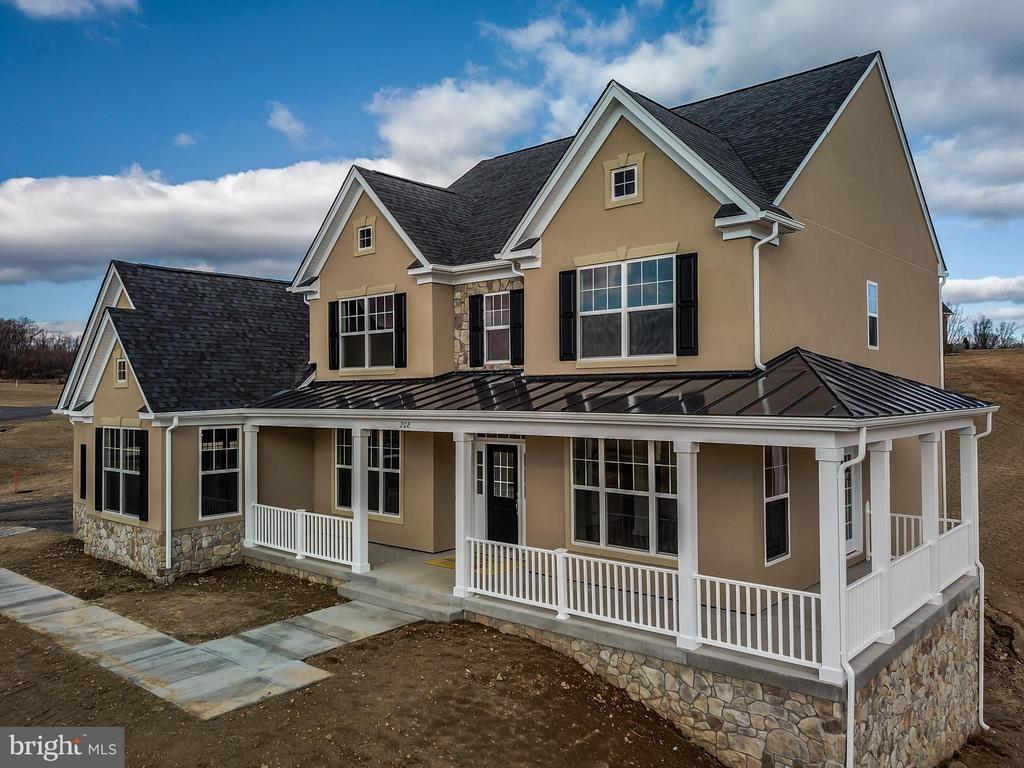 Fabulous Home built by Local Award Winning Builder - 208 SAINT ANDREWS CT, WINCHESTER