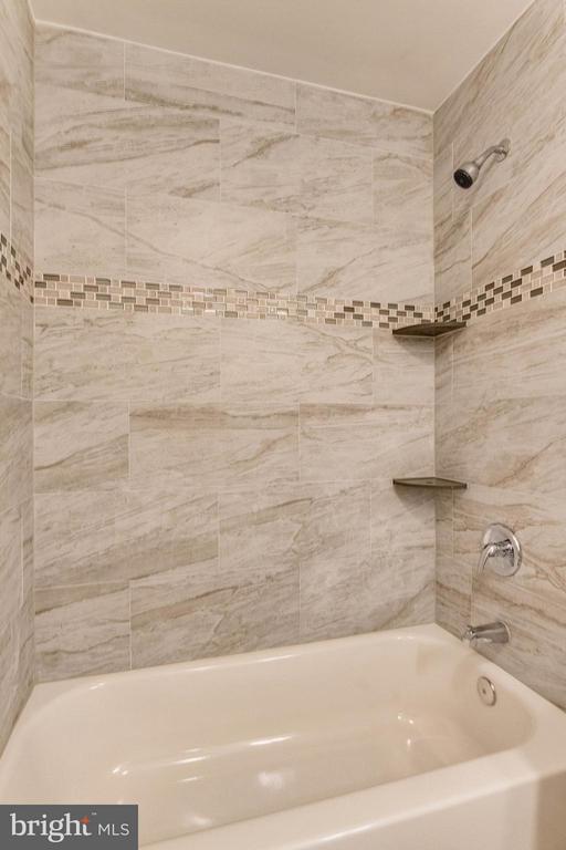 Bath (Master) - 3 ROSS CT, STAFFORD