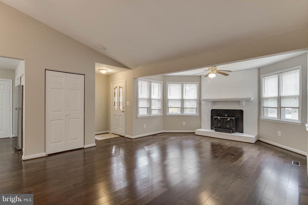 Living Room - 3 ROSS CT, STAFFORD