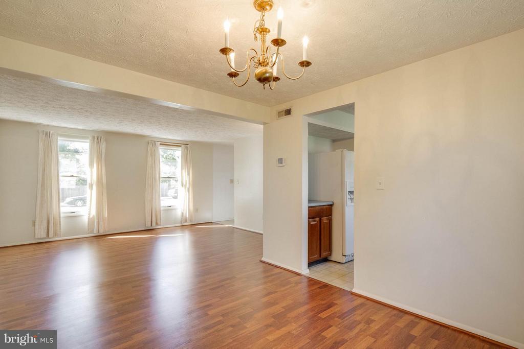 Dining Room/Living Room - 9811 FAIRMONT AVE, MANASSAS
