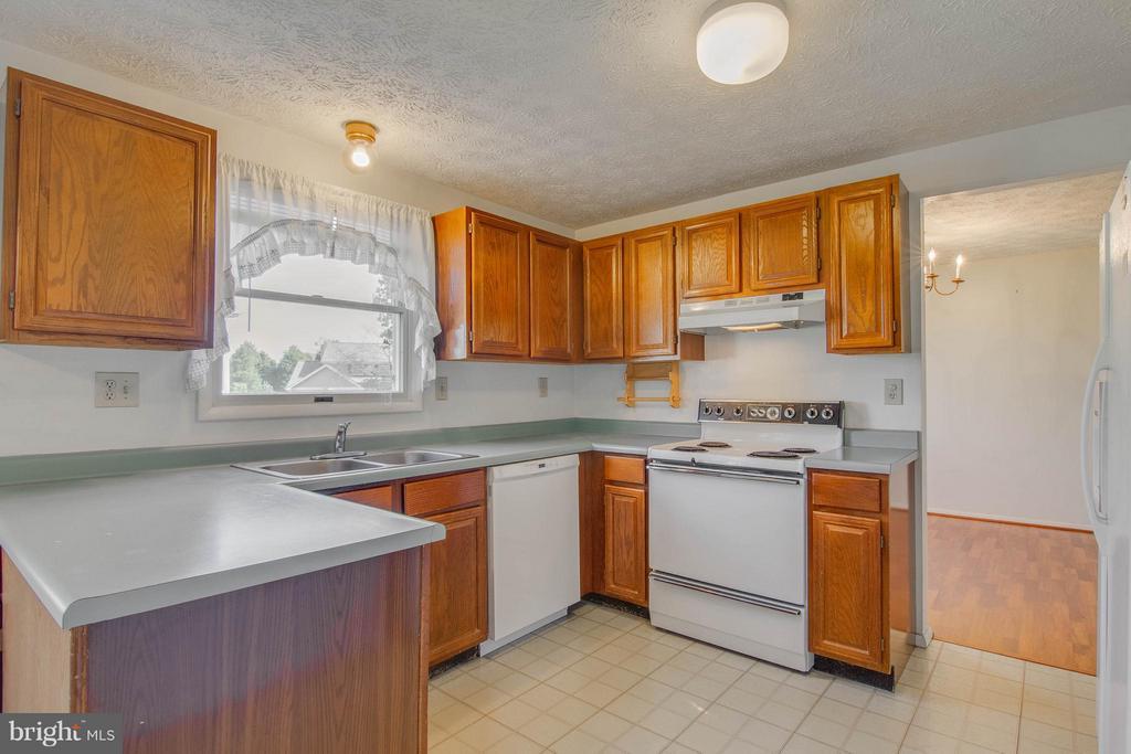 Kitchen - 9811 FAIRMONT AVE, MANASSAS