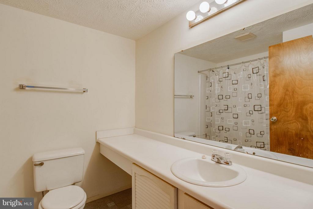 Hall Bath - 9811 FAIRMONT AVE, MANASSAS