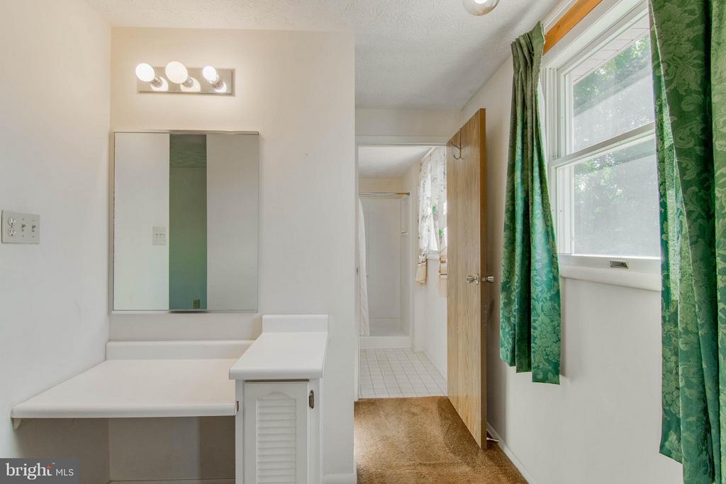 Dressing Area and separate bathroom - 9811 FAIRMONT AVE, MANASSAS