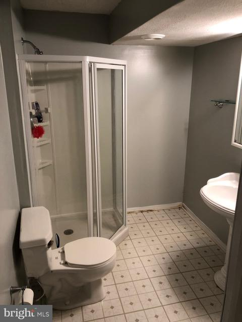LL Full Bathroom - 10311 COLD HARBOR DR, HAGERSTOWN