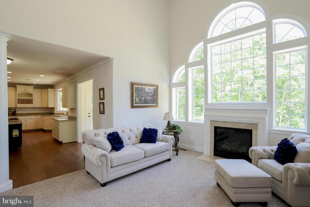 Family Room With Beautiful Large Waterfall Windows - 109 CAMP GEARY LN, STAFFORD