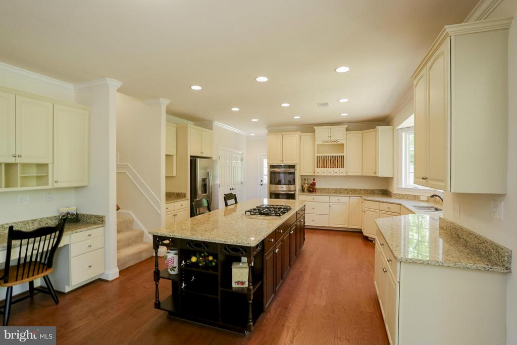 Gourmet Kitchen - 109 CAMP GEARY LN, STAFFORD