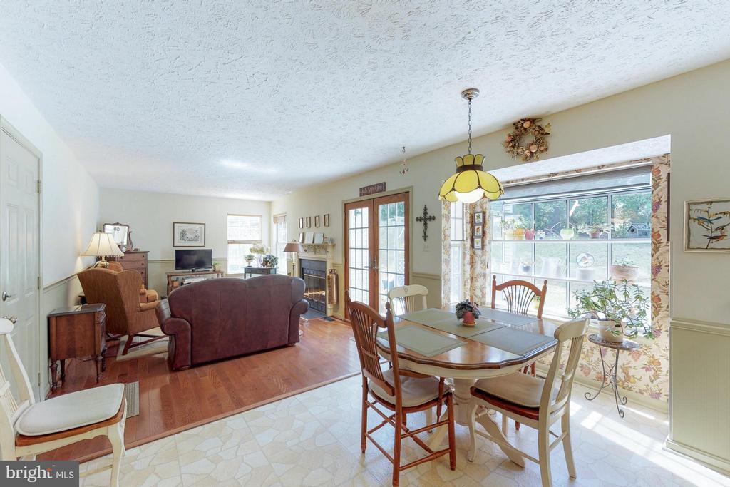 Breakfast Room & Family Room - 151 MORNING GLORY DR, WINCHESTER