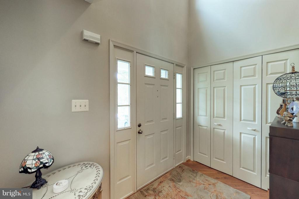 2-Story Entry Foyer - 151 MORNING GLORY DR, WINCHESTER
