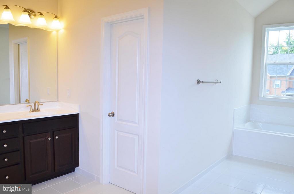 Bath (Master) - 10629 SMITH POND LN, MANASSAS