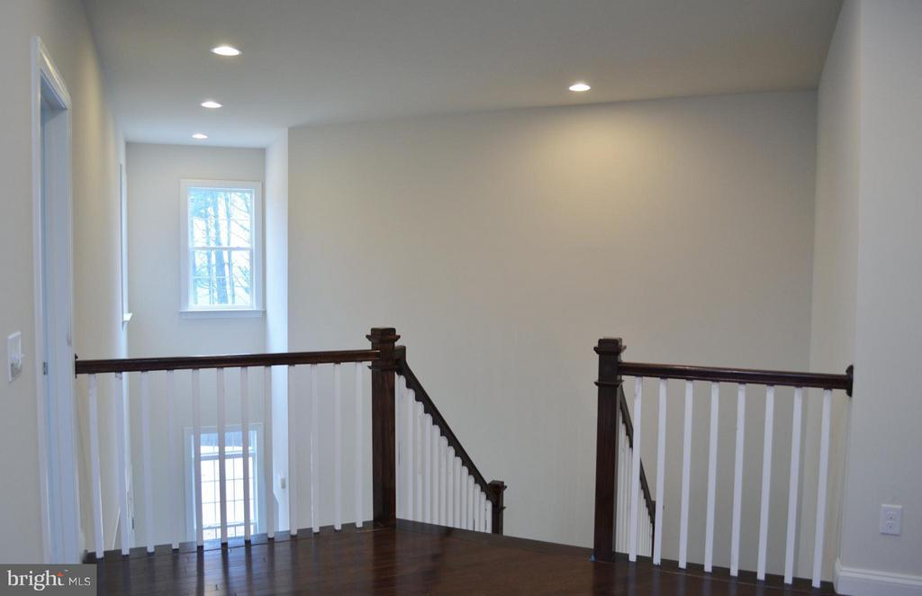 Upper Hall w/ view of Two Story Foyer - 9470 LAKE HILL FARMS DR #2-1, LORTON