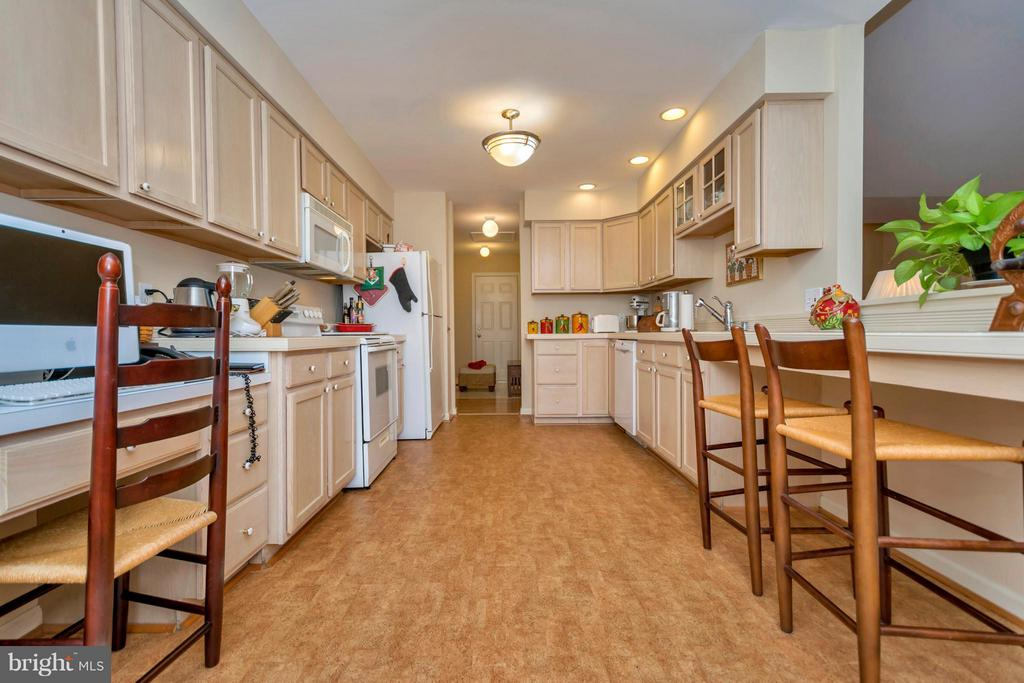 Kitchen - 104 CEDAR CT, LOCUST GROVE