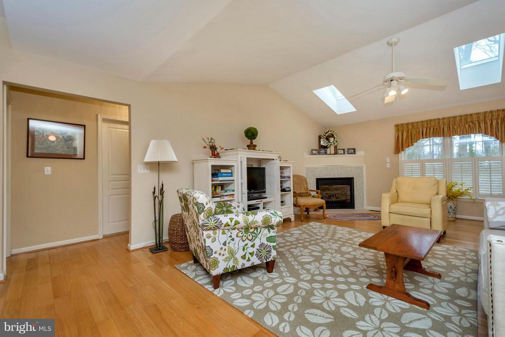Cozy Family Room with lots of light - 104 CEDAR CT, LOCUST GROVE