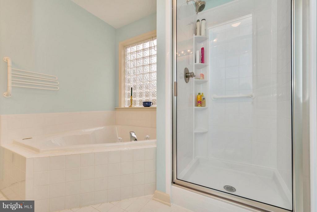 Relax in the corner tub - brand new shower - 104 CEDAR CT, LOCUST GROVE