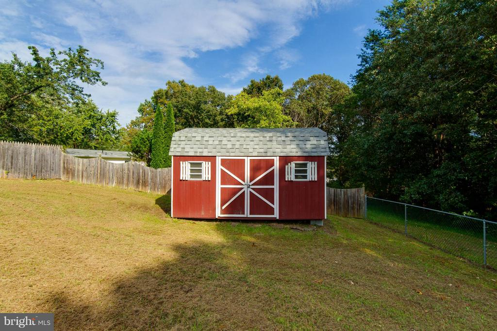 Spacious shed for storage and lawn equipment - 309 OAKRIDGE DR, STAFFORD