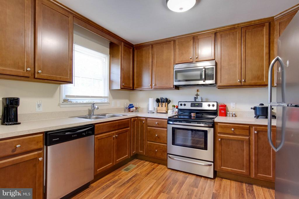 Kitchen remodeled in 2016  new SS appliances - 309 OAKRIDGE DR, STAFFORD