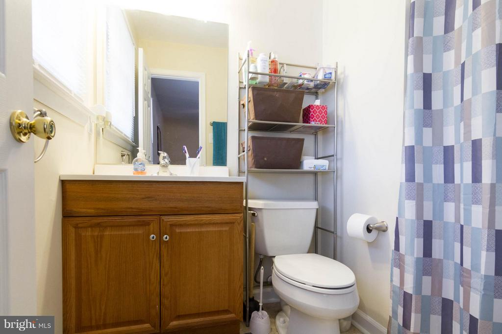 Bath Master features shower unit - 309 OAKRIDGE DR, STAFFORD