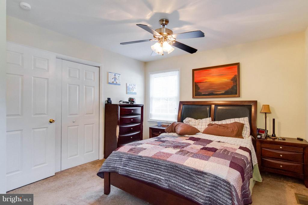 Bedroom Master with ceiling fan light - 309 OAKRIDGE DR, STAFFORD