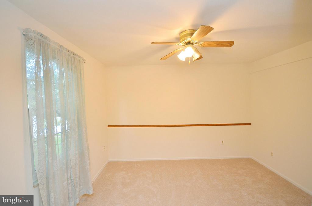 Office or Bedroom off the Kitchen - 1309 BEECH RD, STERLING