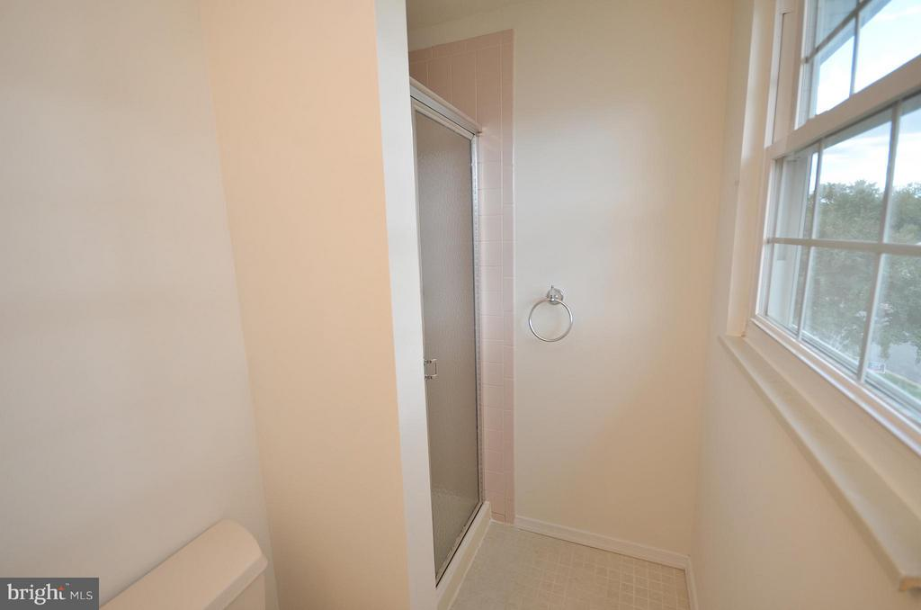 Master Bathroom - 1309 BEECH RD, STERLING