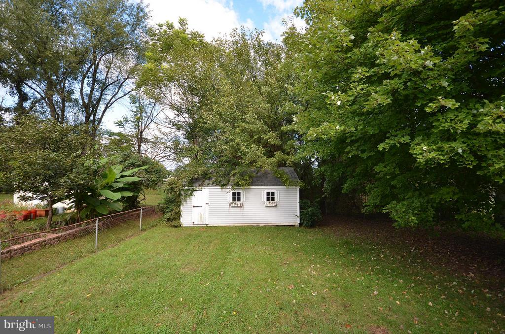 Flat Fenced Backyard - 1309 BEECH RD, STERLING