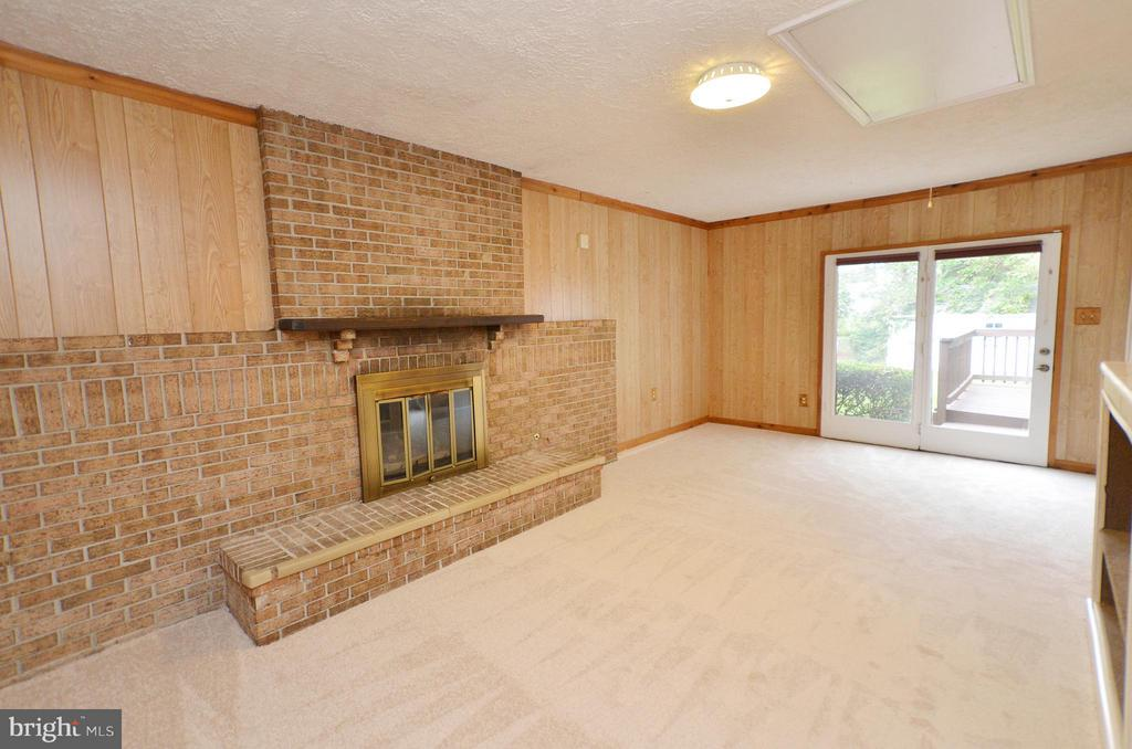 Spacious Family Room with Gas Fireplace - 1309 BEECH RD, STERLING