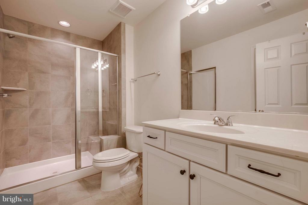 Bath - 15818 STOKES LN, HAYMARKET