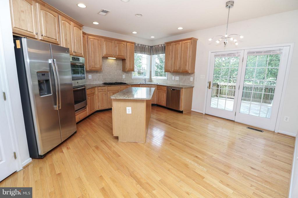 Kitchen with NEW appliances - 25917 QUINLAN ST, CHANTILLY