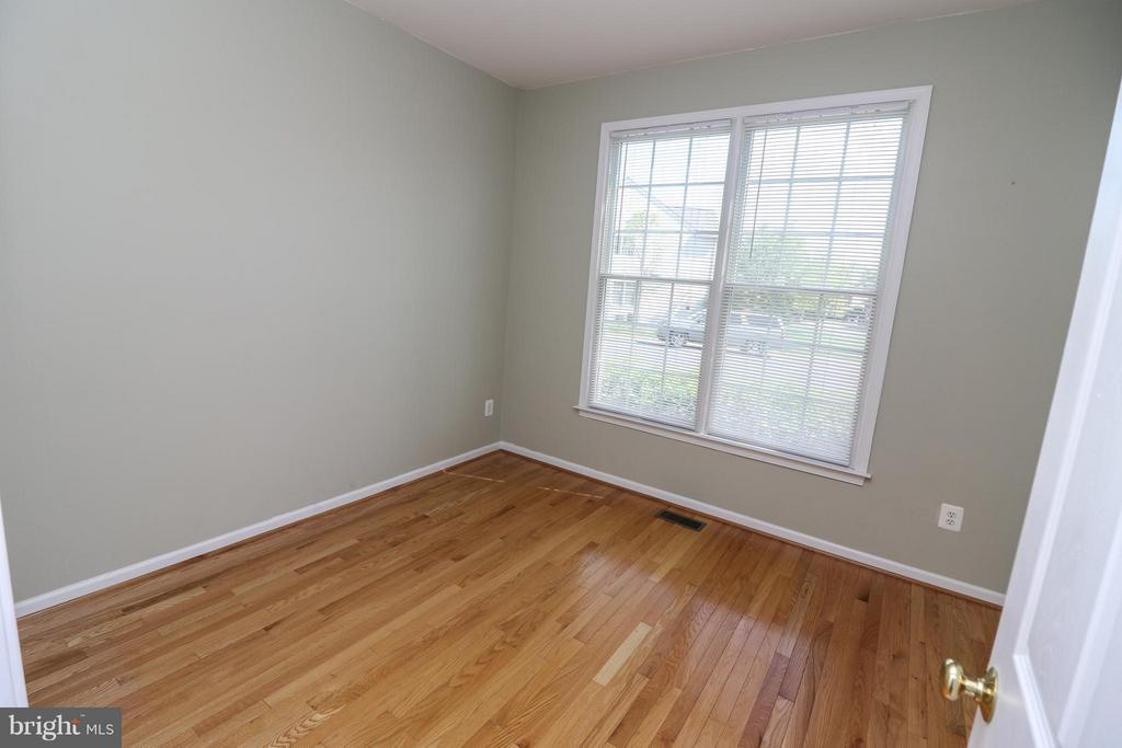 Main level office - 25917 QUINLAN ST, CHANTILLY