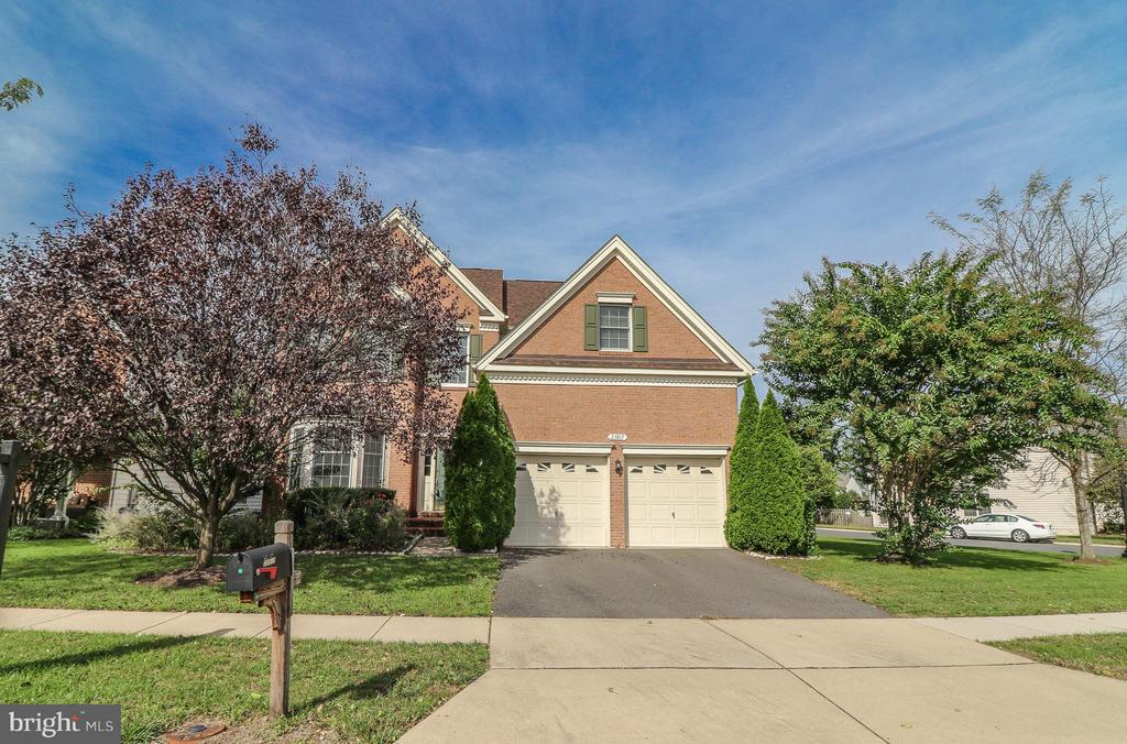 Gorgeous Brick Front Home - 25917 QUINLAN ST, CHANTILLY