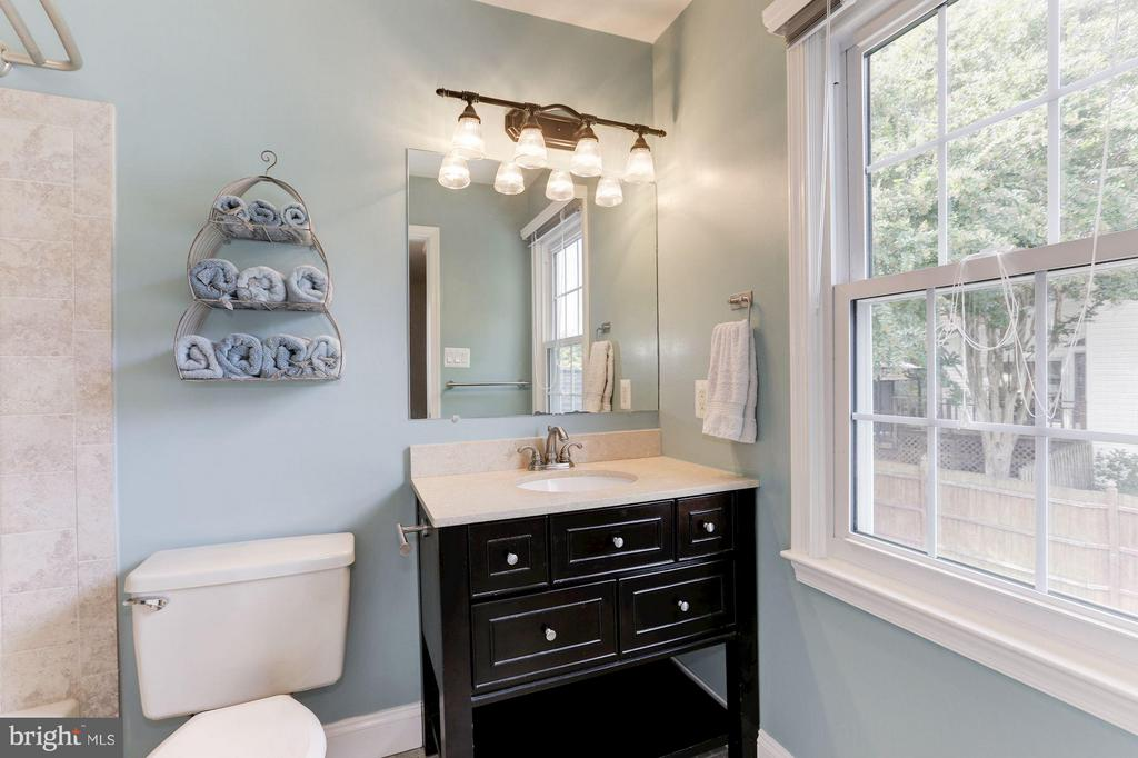 FULL BATHROOM #2 - 415 CLAGETT ST SW, LEESBURG