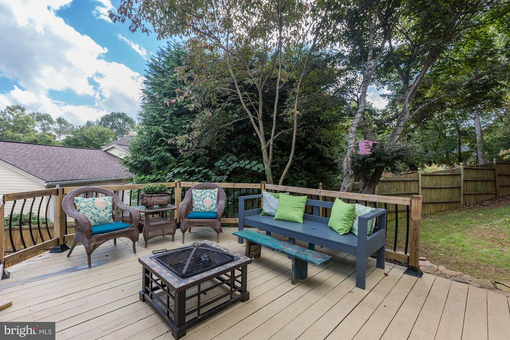 SPACIOUS OUTDOOR DECK - PERFECT FOR ENTERTAINING! - 415 CLAGETT ST SW, LEESBURG