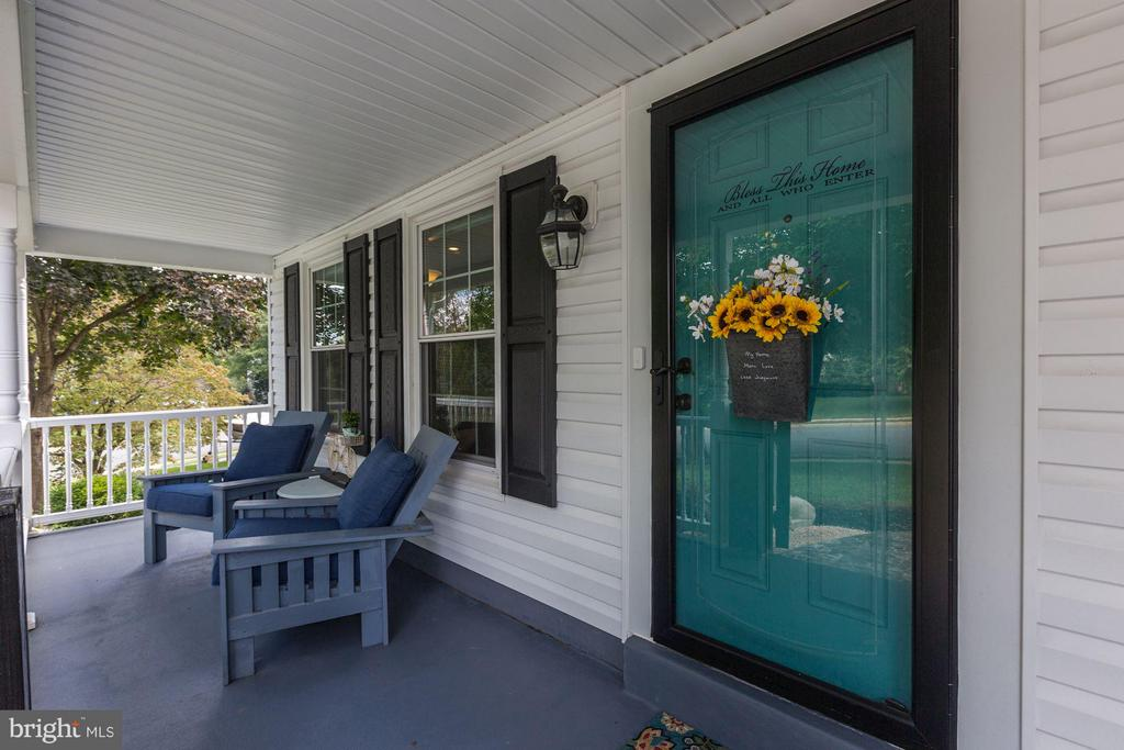 CHARMING COVERED FRONT PORCH! - 415 CLAGETT ST SW, LEESBURG