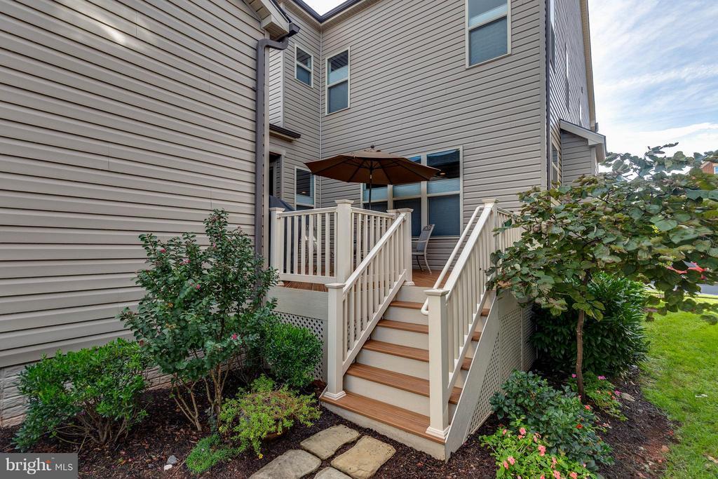 Composite Deck w/ Stairs leading to Garage - 44760 MALDEN PL, ASHBURN