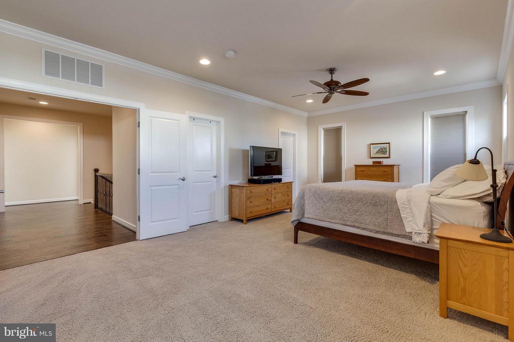 Master Bedroom with Sitting Room - 44760 MALDEN PL, ASHBURN