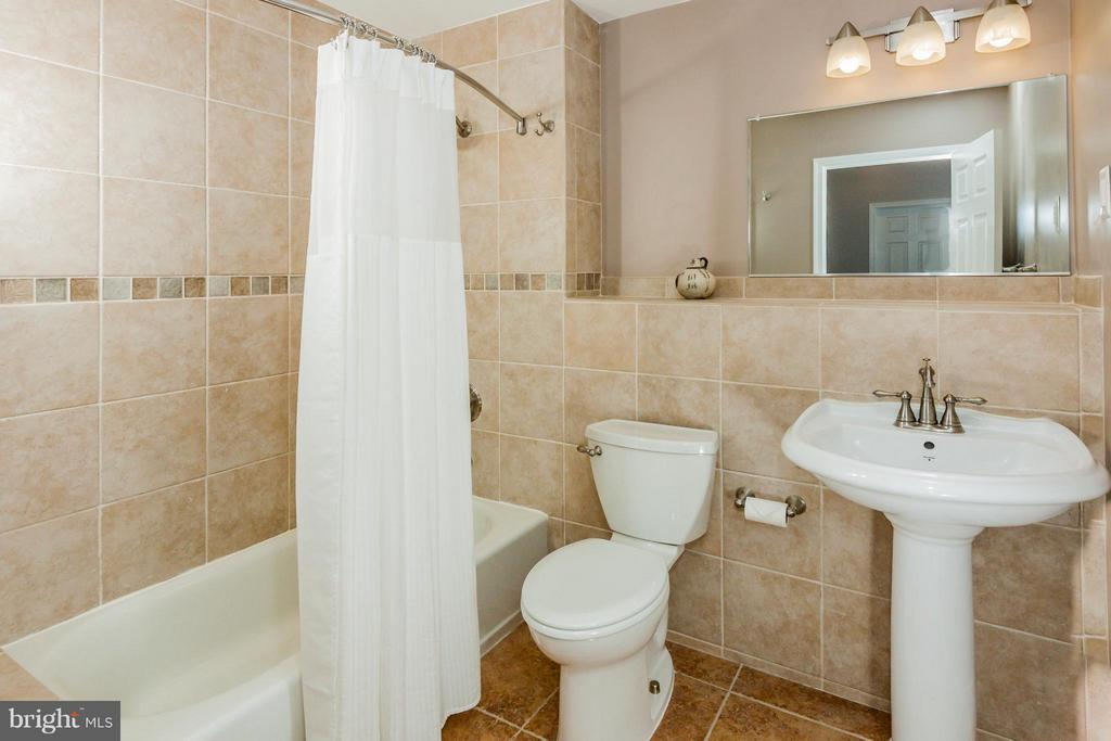 Lower level new full 4th bathroom/all ceramic - 42308 GREEN MEADOW LN, LEESBURG