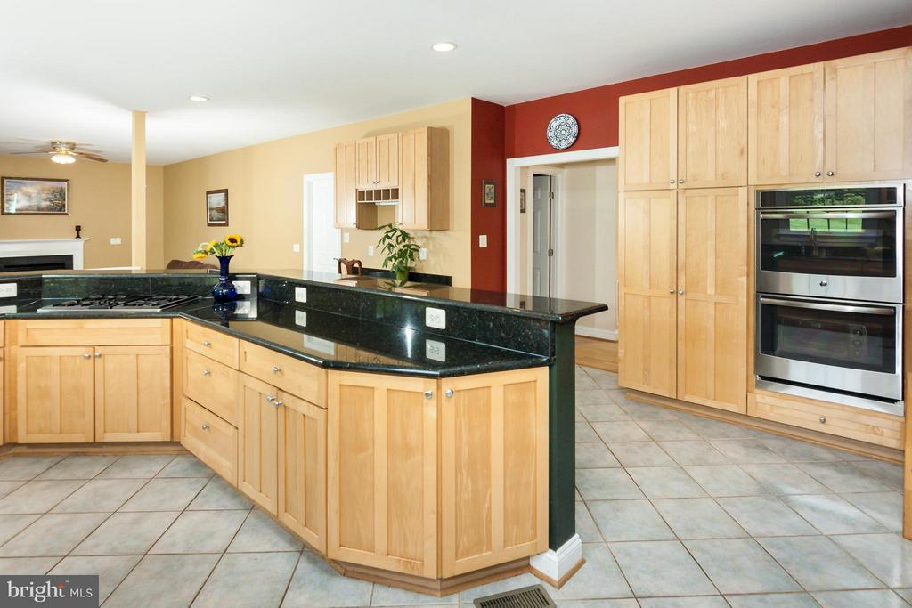 Enjoy double wall ovens - gas cooking/top - 42308 GREEN MEADOW LN, LEESBURG