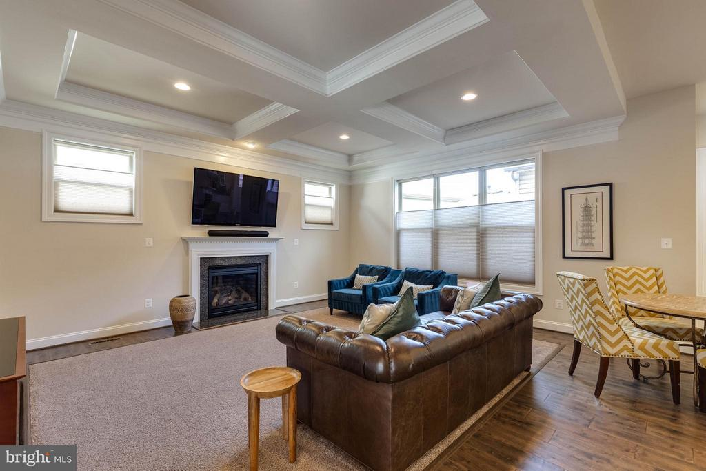Wonderful Family Room w/ Gas Fireplace - 44760 MALDEN PL, ASHBURN