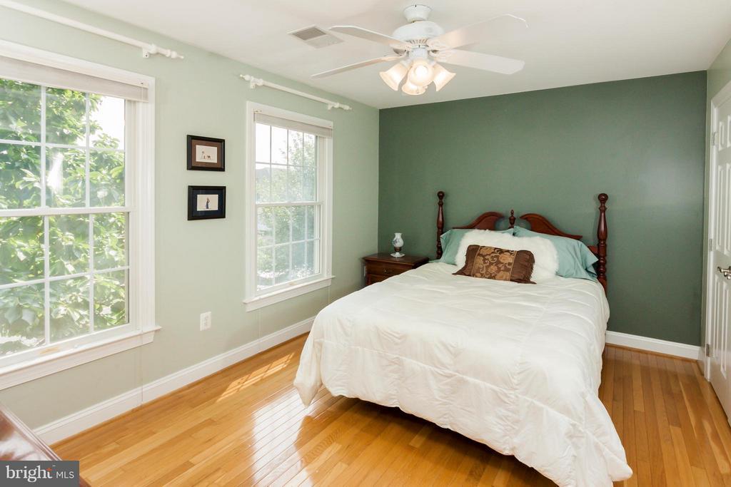 4th Guest Bedroom upstairs with bath en suite - 42308 GREEN MEADOW LN, LEESBURG