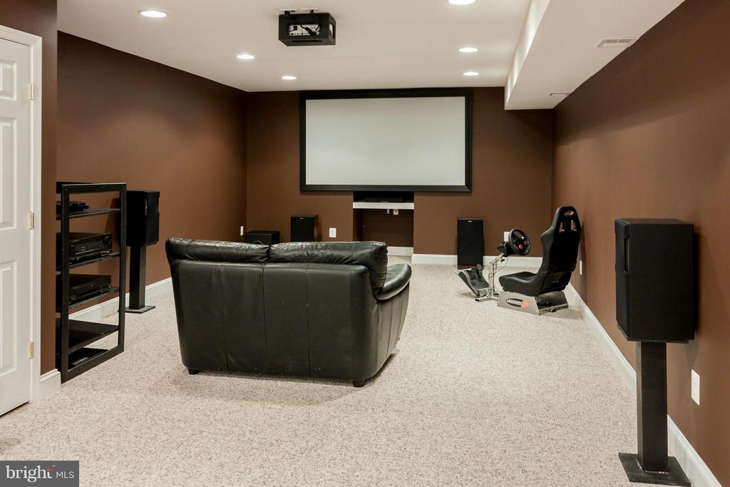 Fantastic media area with projector and surround - 42308 GREEN MEADOW LN, LEESBURG