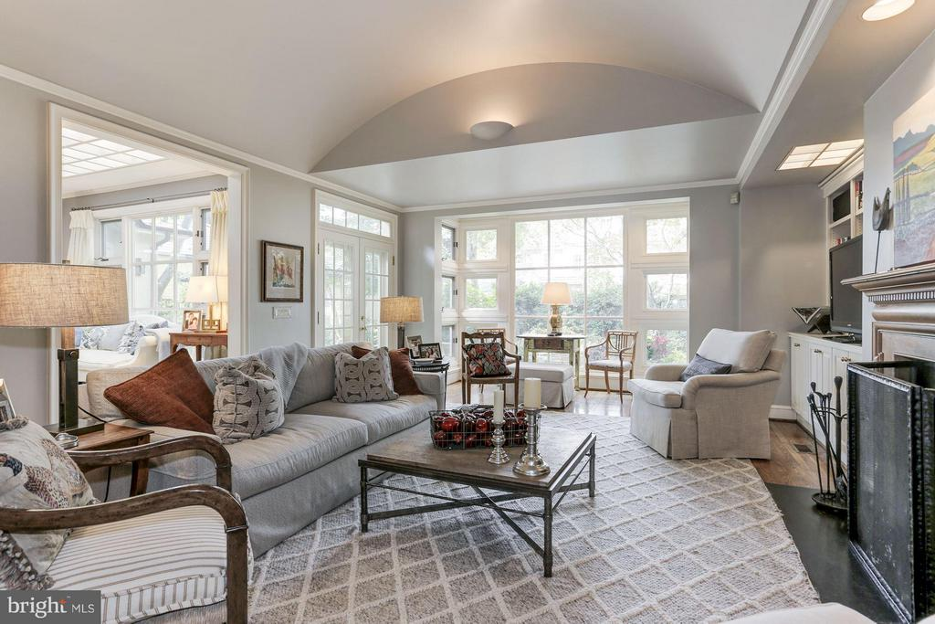 Family Room - 4347 FOREST LN NW, WASHINGTON