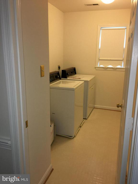 View laundry room on 2nd floor - 9098 NORTHEDGE DR NW, SPRINGFIELD