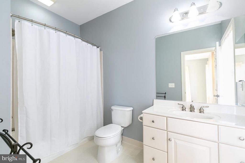 En suite Bath - 43239 PARKERS RIDGE DR, LEESBURG