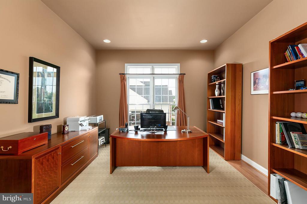 A days work will be efficient in your home office - 43239 PARKERS RIDGE DR, LEESBURG