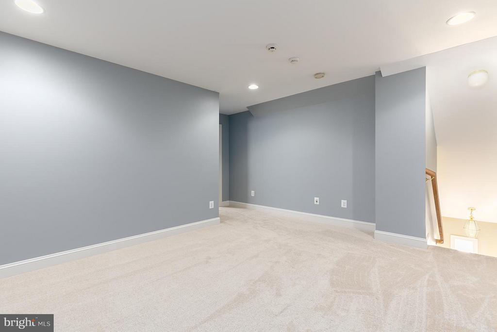 In-Law Suite/Loft sitting area - 43239 PARKERS RIDGE DR, LEESBURG