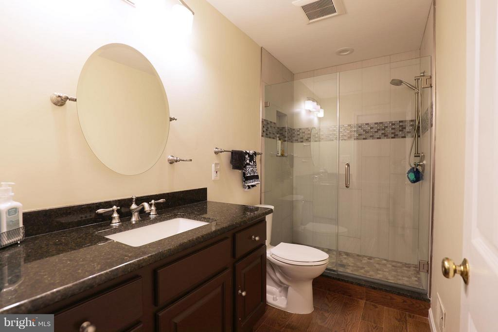 Beautiful updated 3rd upper level bathroom - 13108 LAUREL GLEN RD, CLIFTON