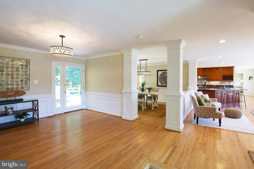 Large, welcoming foyer with views to the lake - 13108 LAUREL GLEN RD, CLIFTON