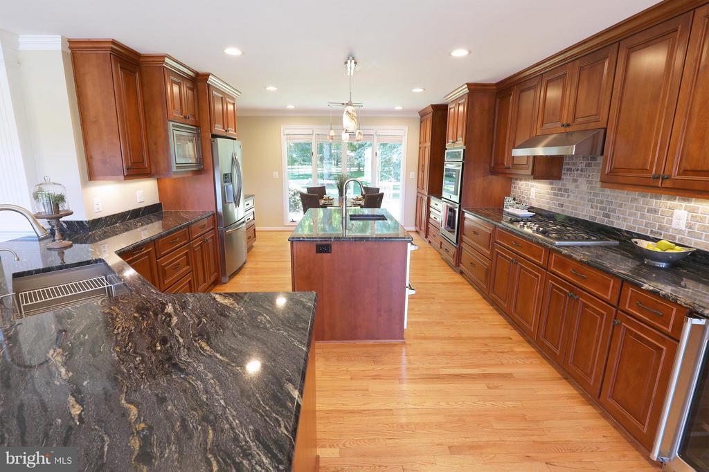 Stunning, fully renovated - 13108 LAUREL GLEN RD, CLIFTON